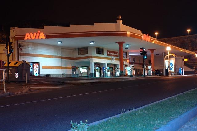 petrol-station-439993_6401